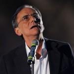 Roberto Vecchioni sul palco di Sanremo 2011
